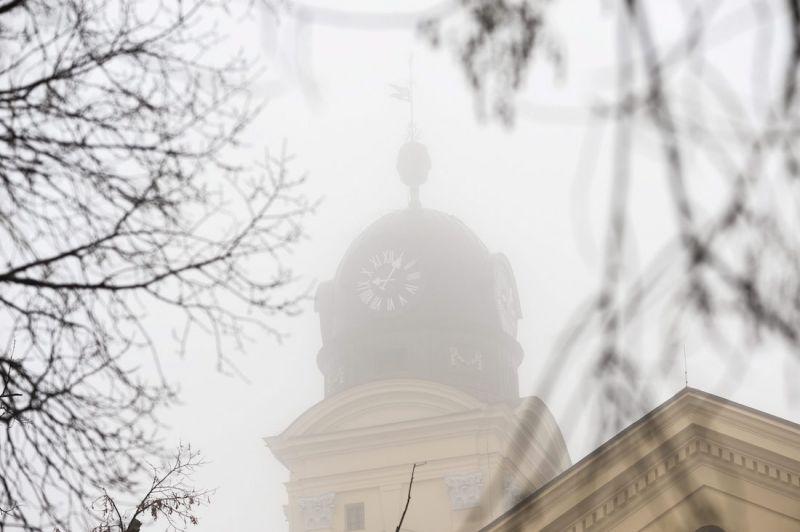 Sűrű köd száll az utakra, a fél országra veszélyjelzést adtak ki