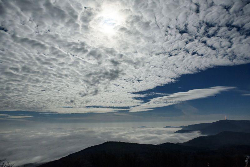 Támad a sűrű köd, hóra és ónos esőre is készülni kell