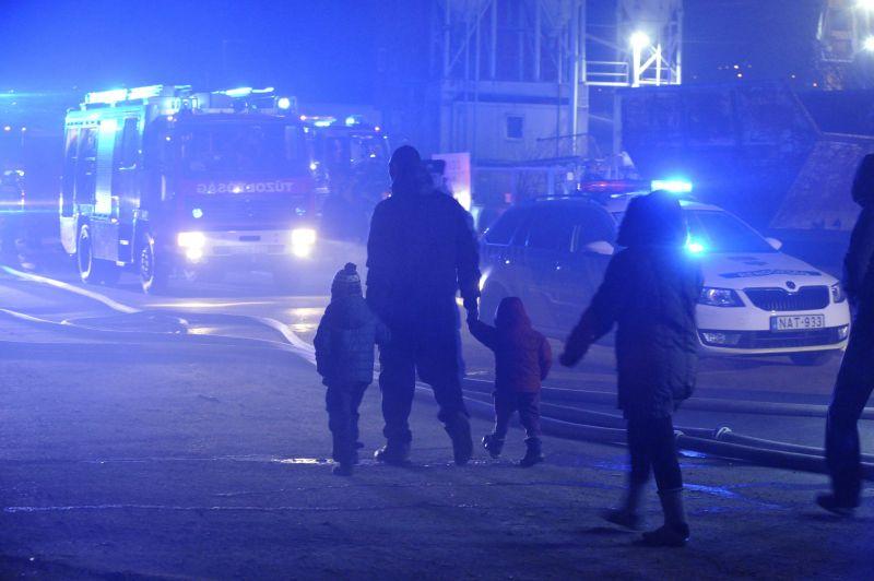 Megjöttek az első fotók a budapesti tűzről – öt épület gyulladt ki, gázpalackok robbantak fel