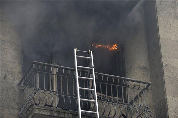 Lángolt egy lakás a IX. kerületben