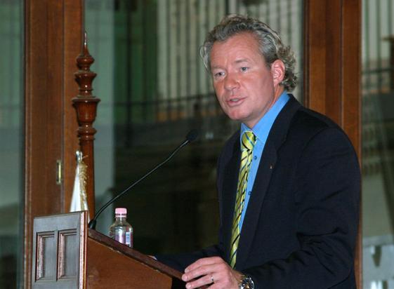 Áder János leváltotta Pálffy Istvánt a dublini nagykövetség éléről