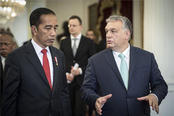 Iszlám pártokkal készül együttműködésre Orbán a liberális gondolkodás ellen