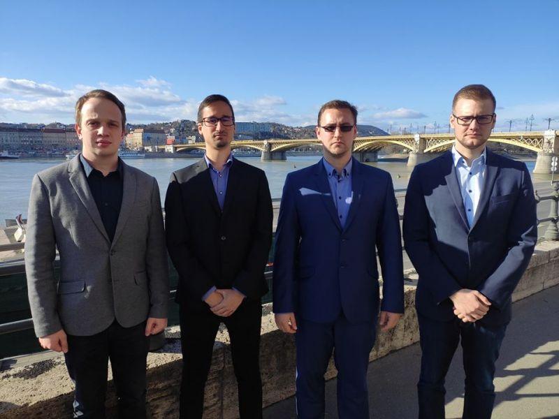 Egyszerre lépett ki a Jobbikból négy budapesti képviselő