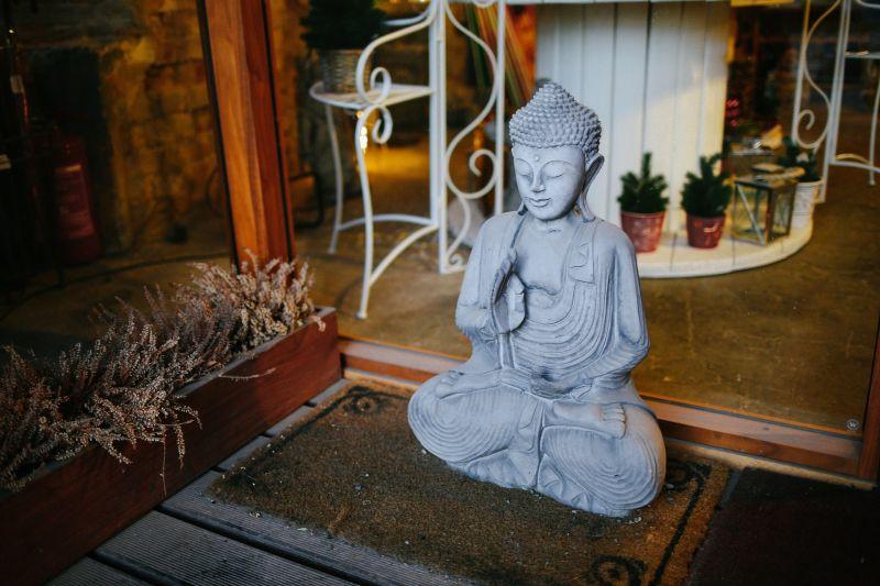 Szexvideót készítettek egy buddhista templomban, keresi őket a rendőrség