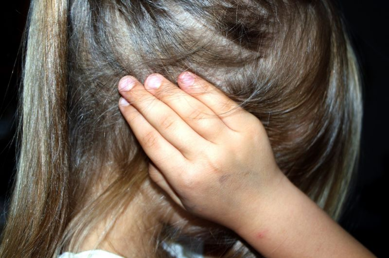 Döbbenet: Egy 13 éves Veszprém megyei lány azt állítja, hogy két barátja brutálisan megerőszakolta őt