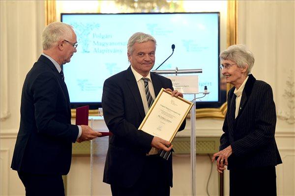 Csókay András idegsebész kapta a Polgári Magyarországért díjat