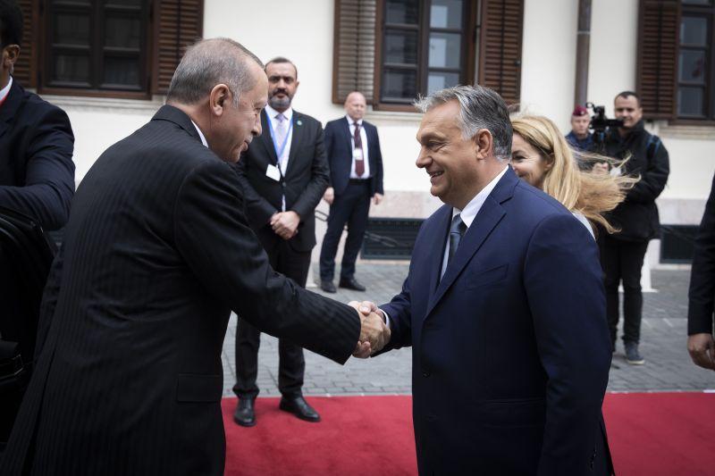 Törökország ráengedi Európára a menekülteket – Orbán felhívta Erdogant