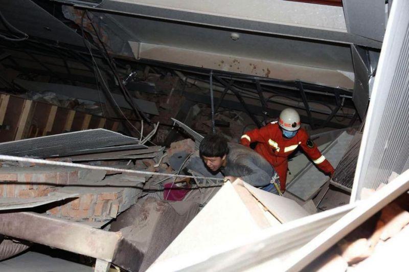 Koronavírus: összedőlt egy karanténhotel Kínában – megrázó képek