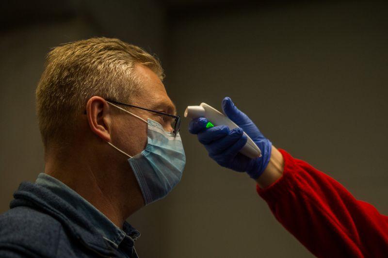 Az Egyesült Államokban az influenzás betegekre is kiterjesztik a koronavírus-tesztet