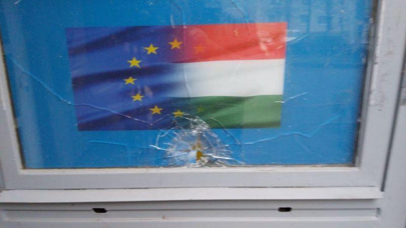Rendőrség: nem lőfegyverrel támadtak a DK irodájára