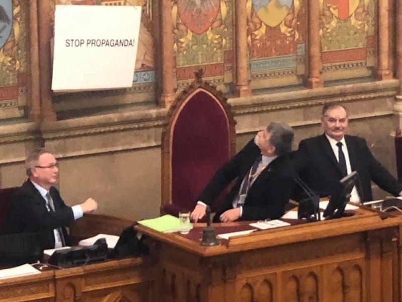 """Hadházy Ákos: """"Nincs értelme az ellenzéknek a parlamentben maradni"""""""