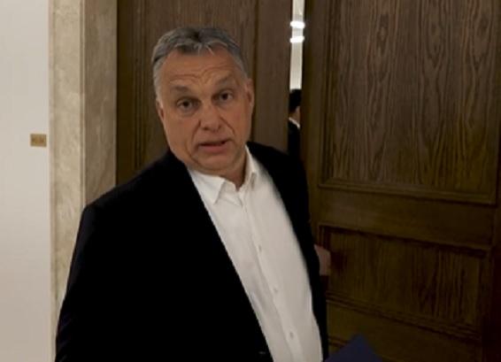Orbán Viktor szerint azért nem kötelező maszkot viselni mindenkinek, mert nincs elég maszk az országban