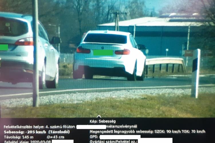 Nagyon sietett a BMW-s, 200 km/h felett mérték be a rendőrök