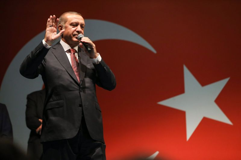 Erdogan héthavi fizetését ajánlotta fel a rászorulók megsegítésére