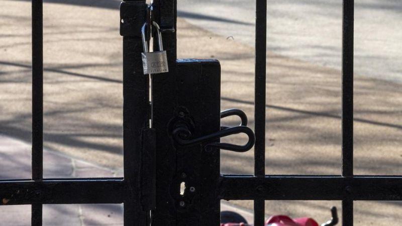 Elképesztő: vannak, akik a tiltás ellenére is kiviszik gyerekeiket a játszótérre