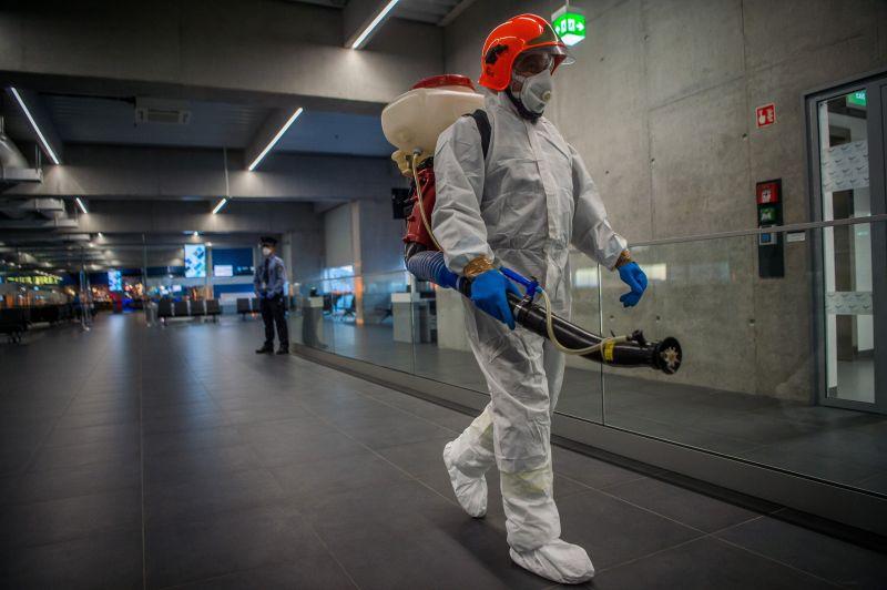 Újabb három ember került karanténba Magyarországon koronavírus gyanúja miatt