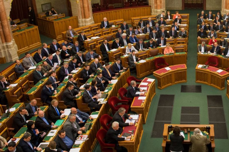 Hétfőn fogadhatják el a koronavírus elleni védekezésről szóló törvényjavaslatot