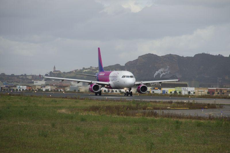 Megijedt két pilóta, hogy az egyik utas koronavírusos lehet, kimásztak az ablakon