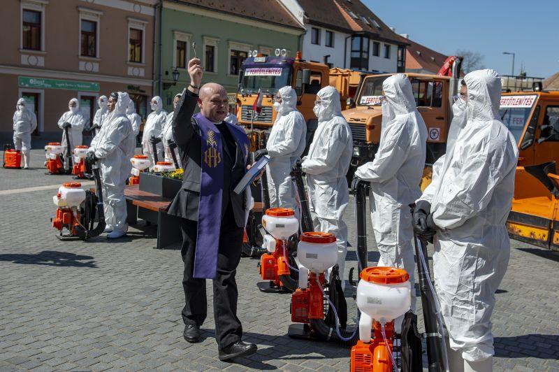 Hatástalan és mérgező fertőtlenítőszerrel permetezik a budapesti utcákat?