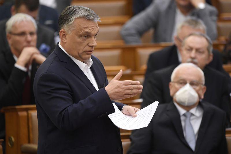Orbán Viktor: hétfőtől ingyenes a parkolás az országban