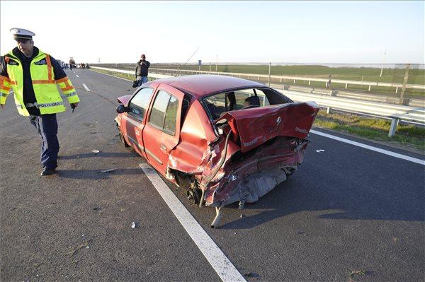 Halálos baleset történt az M4-esen