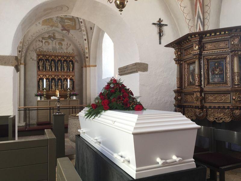 Újra emelkedésnek indult a halottak száma Olaszországban
