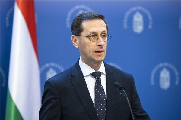 Egyszeri adót vet ki a pénzintézetekre a magyar állam