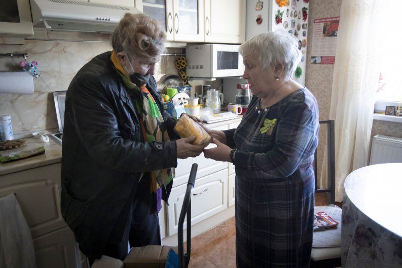 Hamarosan feloldhatják az idősek vásárlási sávját