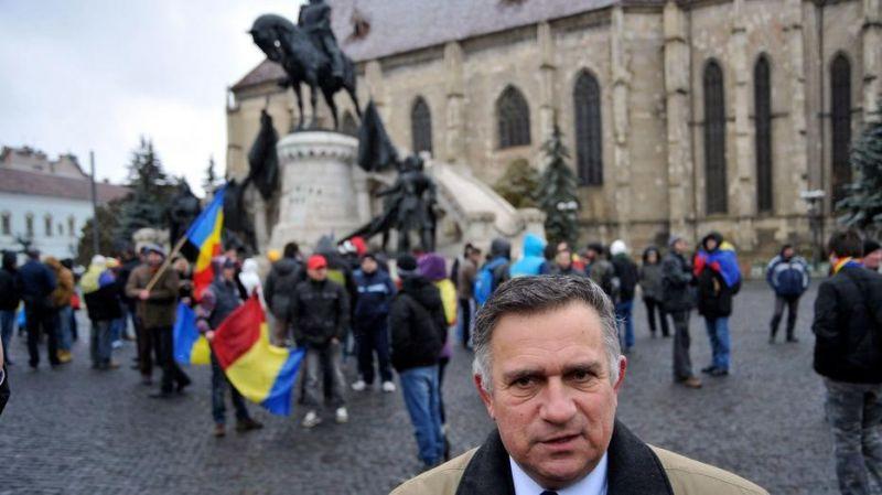 Ocsmány módon sértegette a magyar nyelvet a román politikus, most pedig ráadásul a büntetését is elengedték