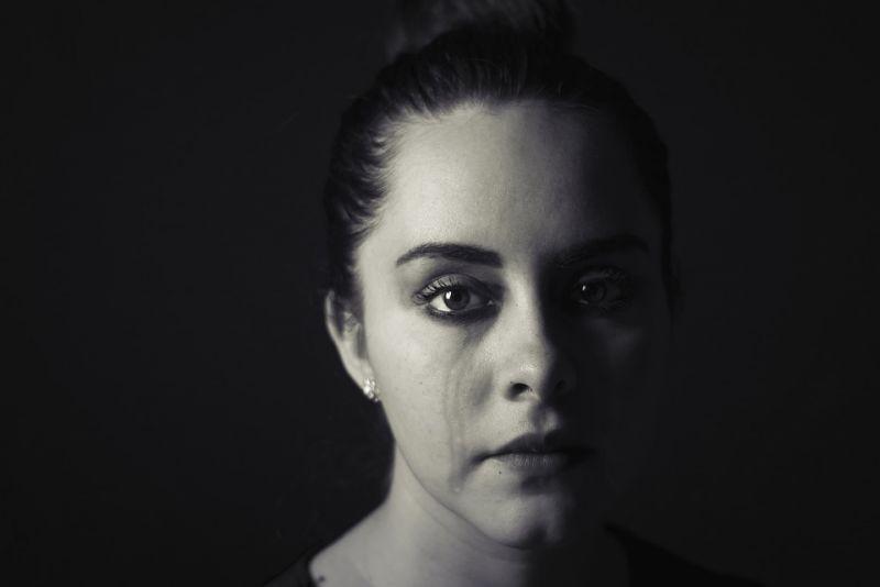 Bocsánatot kért a Nők Lapja, mert egy bántalmazó férjet mentegettek