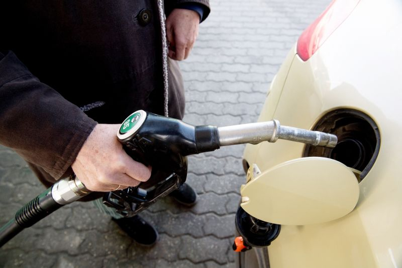 Rendkívüli áremelést jelentettek be, tovább drágulnak az üzemanyagok