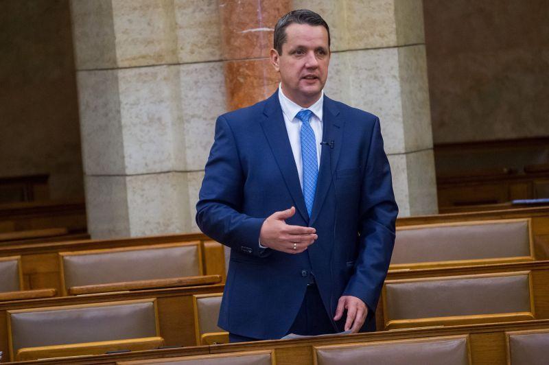 Költői kérdést tett fel az MSZP: Miért kapott Mészáros Lőrinc 17 milliárdos állami támogatást?