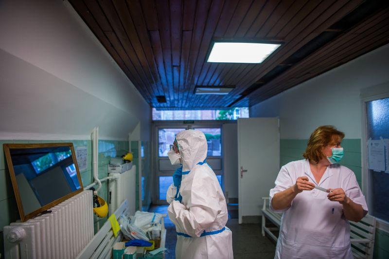 Emmi: az egészségügyi szolgáltatók készítik elő az 500 ezer forint egyszeri juttatás kifizetését
