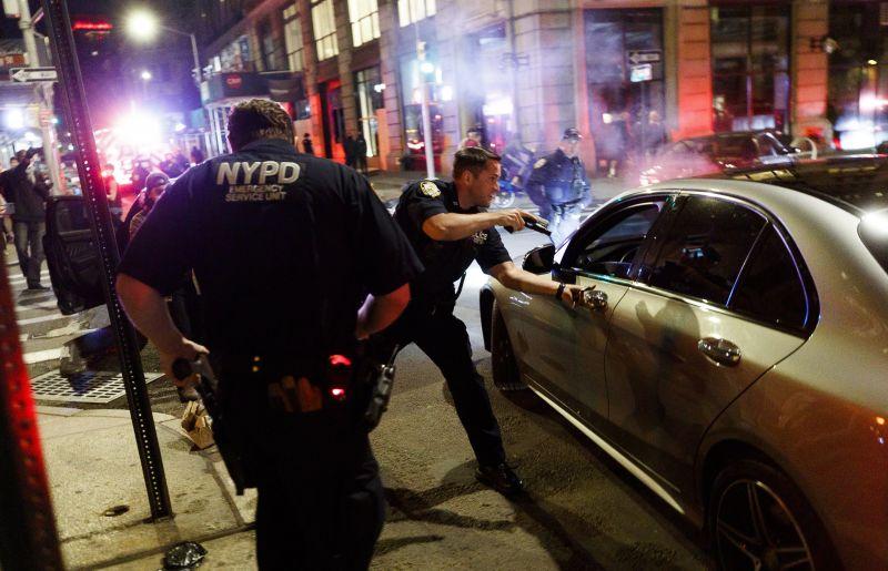 New Yorkban is kijárási tilalmat rendeltek el