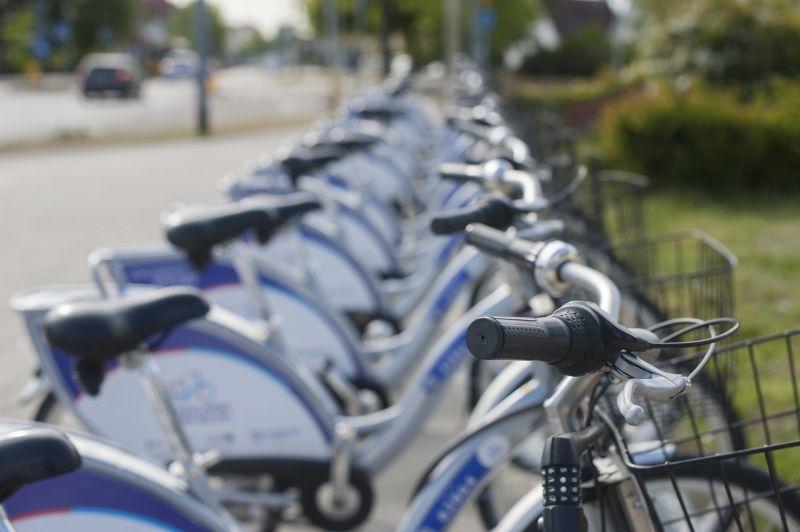 Hétfőtől újabb kerékpársávokat alakítanak ki Budapesten – itt bringázhatunk ezentúl