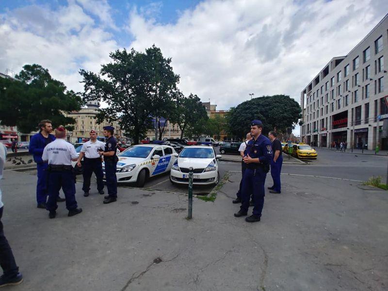 Rászállt a rendőrség a Kétfarkú Kutya Párt több tagjára
