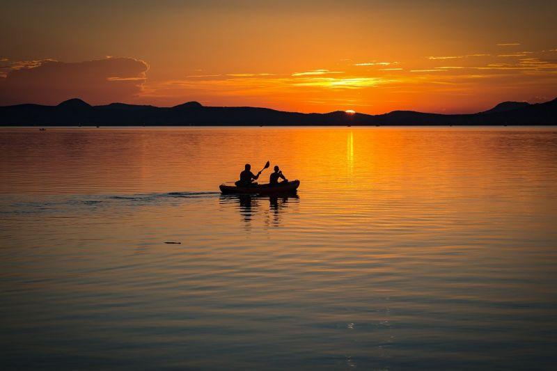 A kis pénzű nyaraló nagyot koppanthat a Balaton északi partján: mindössze ezen a két településen fürödhet ingyen
