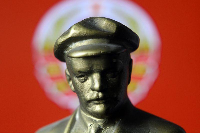 """""""A tömeggyilkost ünneplik ma"""" – Felháborítónak tartja a Fidesz, hogy felállították a Lenin-szobrot"""