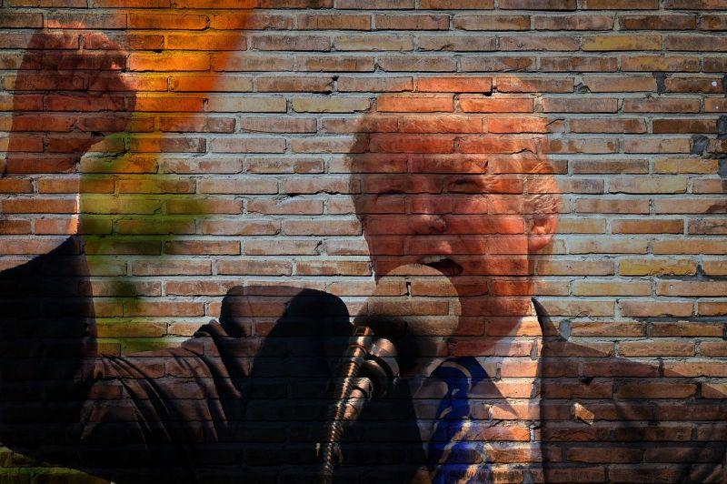 Tombol a járvány, Trump mégis újra összecsődíti a híveit