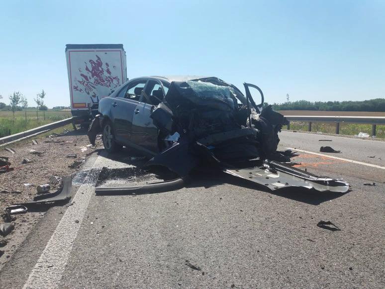 Tragédia a 62-es főúton: semmi nem maradt az autó elejéből