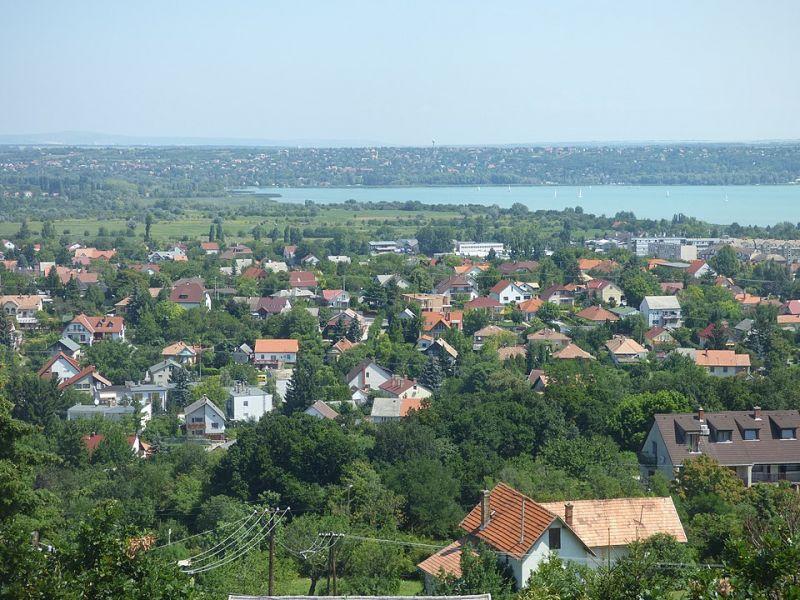 Botrány a Balatonnál: feloszlatta magát a testület Balatonfűzfőn, új választás lesz