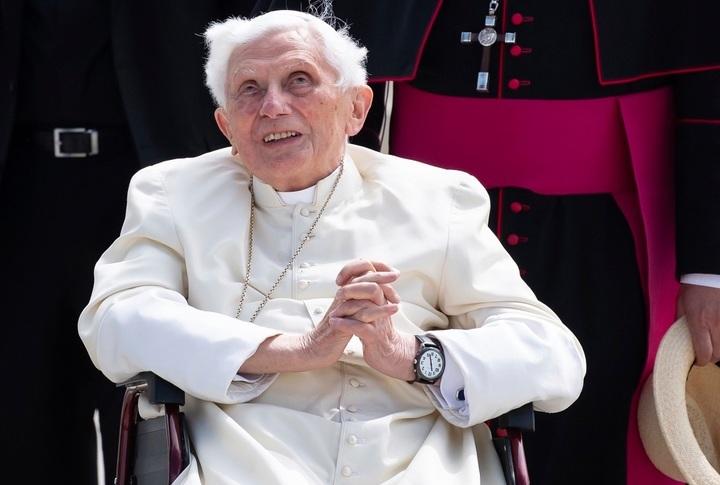 Súlyosan megbetegedett XVI. Benedek pápa