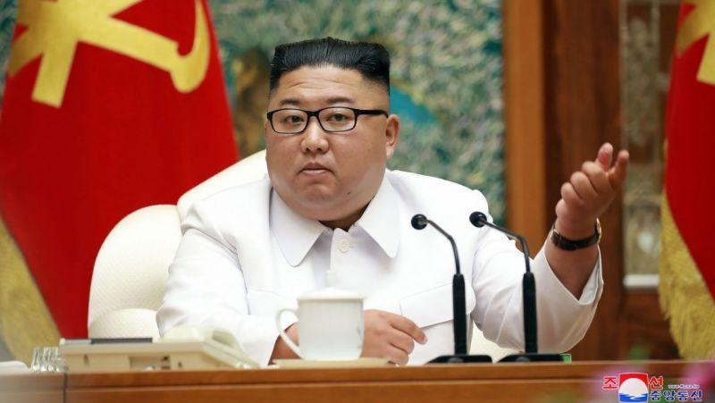 Észak-Korea végre elismerte, hogy jelen van a koronavírus az országban – ez volt Kim Dzsongun reakciója