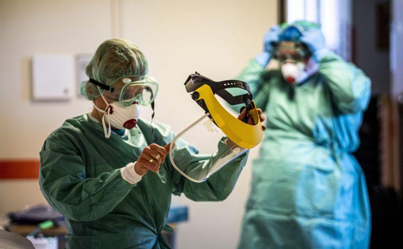 Újabb koronavírusos beteg halt meg Magyarországon, kilenccel nőtt a fertőzőttek száma