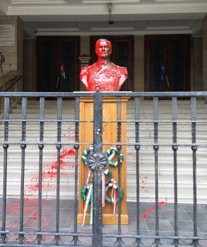 Állandó rendőri védelmet kér a Horthy-szoborhoz a Mi Hazánk