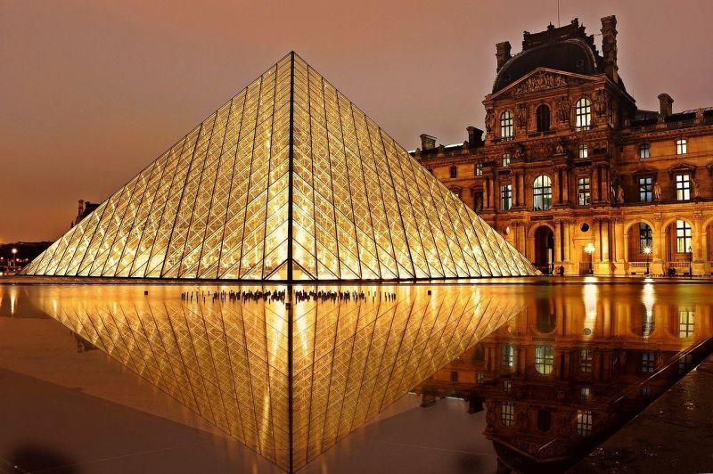 Újra nyit a párizsi Louvre