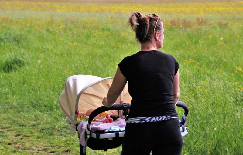 Szörnyű ügy: Babakocsiba csapódott egy golyólövedék Egerszólát mellett – ez lett a kisbaba sorsa