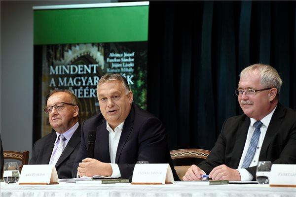 Orbán: egy magyar faluban ugyanolyan minőségű életet lehet majd élni, mint a fővárosban