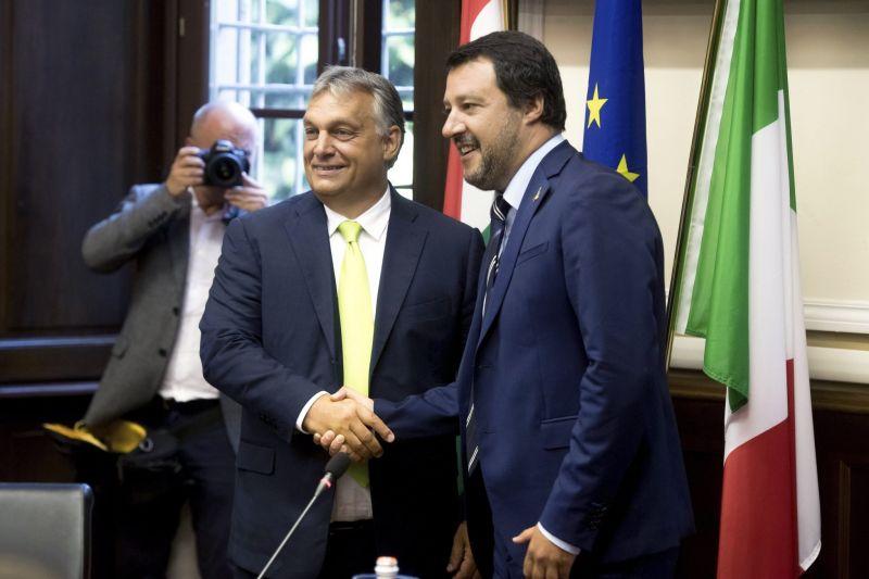 Salvini megköszönte Orbánnak, hogy támogatja, miután a menekülten tengeren hagyásáért elvették a mentelmi jogát