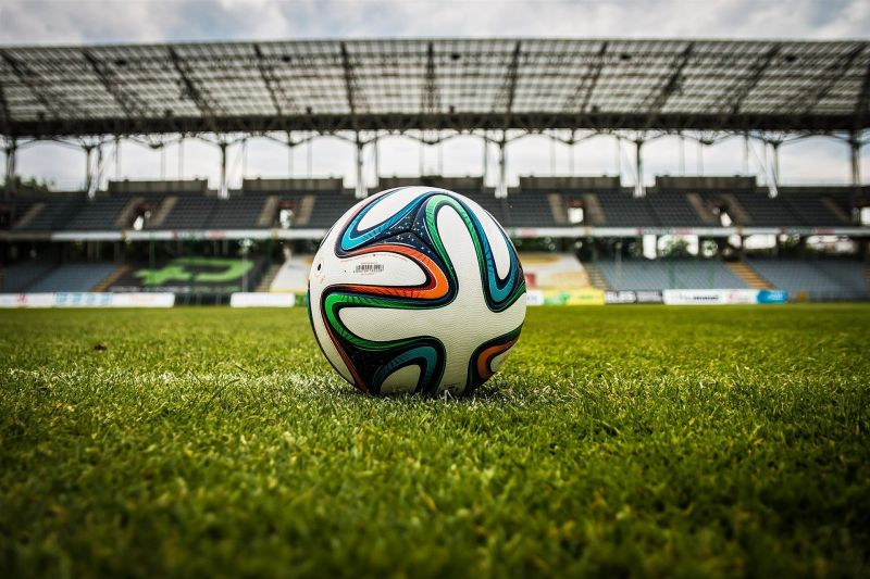 Komoly eltiltást kapott a népszerű focista, mert megtaposta ellenfelét a pályán